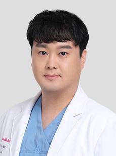DR. イ・ウヨル